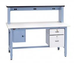 Technicain Bench with outlets