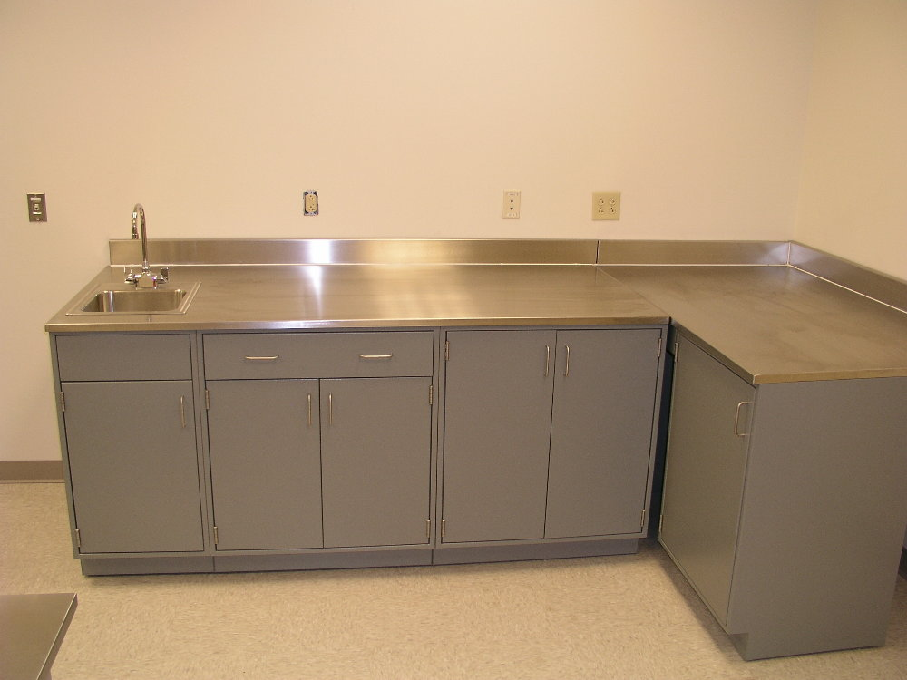 Stainless Steel Sink And Surfaces Mounted To Premium Series Lab Cabinets.  Stainless_steel_corner_unit
